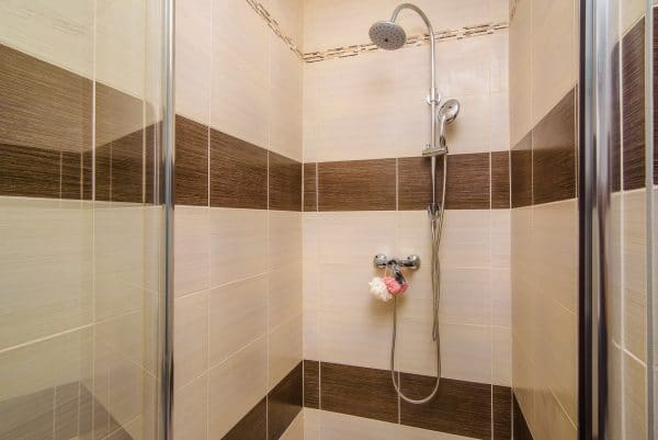 Shower in cozy loft apartment (EULIVIA Apartments)